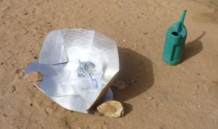 Making tea with a solar cooker